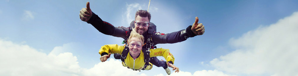 Le saut en parachute tandem